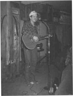 Garth performing at Willie's Saloon in Stillwater, Oklahoma circa 1986